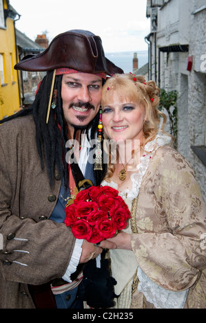 Mik Ashfield and Vikki Ludlow who wed as Jack Sparrow and Elizabeth Swann from Pirates of the Caribbean in Clovelly - Stock Photo