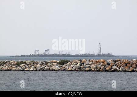 Collingwood Ontario west side harbour breakwall with lighthouse beyond - Stock Photo