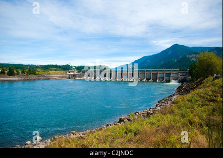 Bonneville Dam, east of Portland, Oregon in the Columbia River Gorge, Oregon, USA - Stock Photo