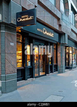 Hotel Chocolat store in London in the evening - Stock Photo