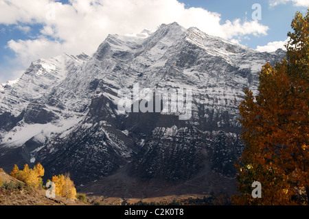 Mountain valley in Himachal Pradesh covered with snow. Fresh snow fall on the upper range during Autumn season - Stock Photo