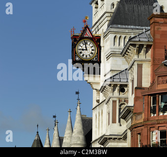 Clock, Royal Courts of Justice, The Strand, London. - Stock Photo