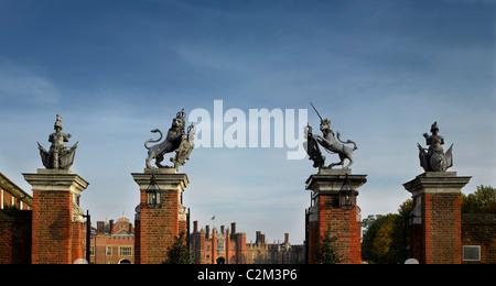 Hampton Court Gate, Hampton Court Palace, London. - Stock Photo