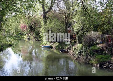 Riverside Gardens, Thames Tributary, Oxford, England - Stock Photo