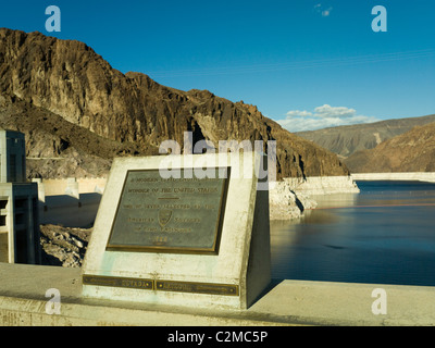 Hoover Dam plaque showing the dividing line between Nevada and Arizona states - Stock Photo