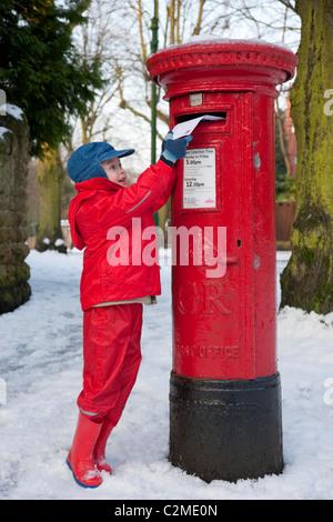 Posting a letter to Santa, EnglandPost box, Letter box, snow - Stock Photo