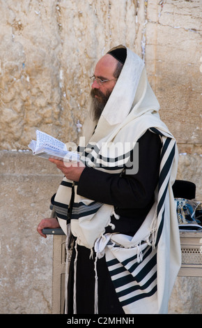Hassidic Jew in prayer at the Western Wall in Jerusalem - Stock Photo
