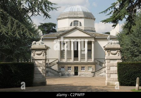 Chiswick House. View of the south front seen between the forecourt entrance piers. 1729 - Stock Photo