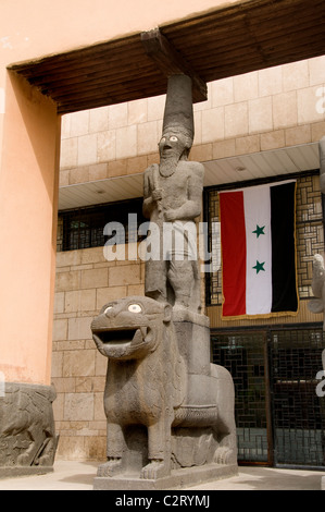 National Museum Aleppo copy human statues of the Aramaic palace Tell Halaf 9th cent BC   Syria - Stock Photo