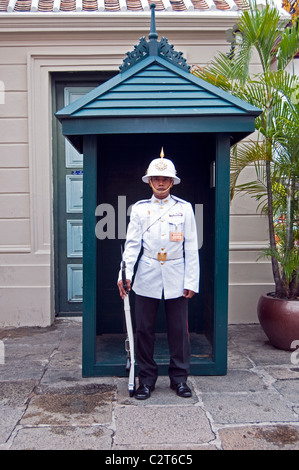 Royal guard, Grand Palace (Wat Pra Kaew), Bangkok, Bangkok Province, Thailand. - Stock Photo
