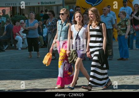 Teenage girls at Rynek (Market Square) in Wrocław, Lower Silesia, Poland - Stock Photo