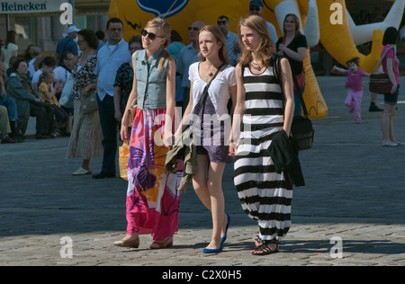 Teenage girls at Rynek (Market Square) in Wrocław, Lower Silesia, Poland - Stock Photo