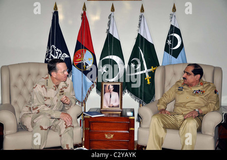 Joint Chiefs of Staff Committee (JCSC) Chairman, Gen.Khalid Shamim Wynne exchanges views with US Chiefs of Staff - Stock Photo