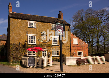 Old English Village Pub 'Fox and Hounds' Knossington, Leicestershire, England, UK - Stock Photo