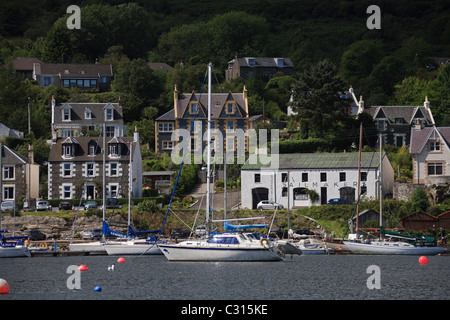 Yachts tied up in the small fishing port of Tarbert, Loch Fyne. - Stock Photo