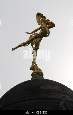 Gold statue Bank of england threadneedle street, Shakespeare's Ariel. The spirit of the air from 'The Tempest' on - Stock Photo