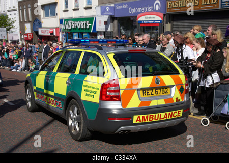 northern ireland ambulance service fast response paramedic vehicle moves through crowd in the uk speed blur - Stock Photo