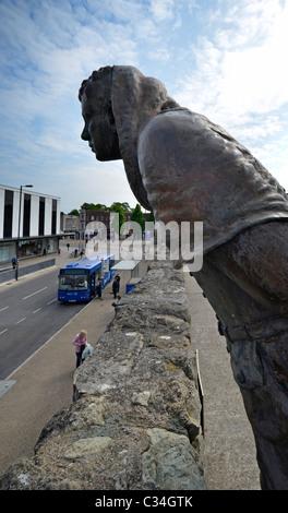 southampton city walls  bronze statue John le Fleming - Stock Photo