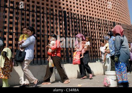 Women are waiting in a line with their children for free medical treatment at the Bopha Hospital in Phnom Penh, - Stock Photo