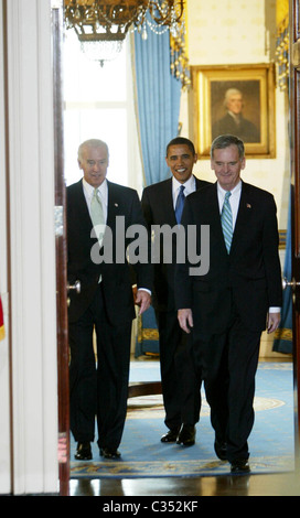 US President Barack Obama and Vice President Joe Biden, introduce Republican Senator Judd Gregg (R) as the nominee - Stock Photo