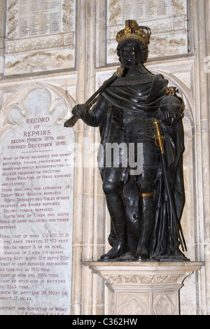 Winchester City Cathedral , statue or sculpture of King James VI Scotland & 1 England 1566 - 1625 son of Mary Queen - Stock Photo