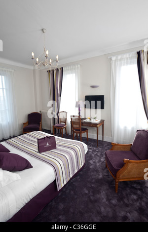 A purple hotel double room france chambre d 39 h tel for Chambre violette