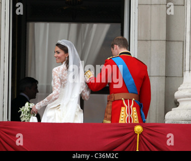 The Wedding of Prince William and Catherine Middleton. 29th April 2011. The newly married couple on the balcony - Stock Photo