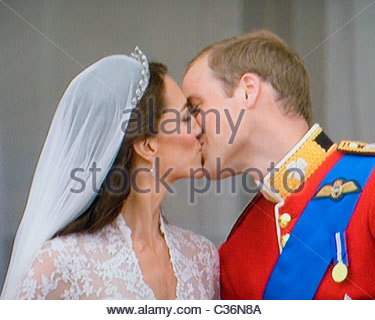 Prince William and Catherine Middleton kiss on Balcony of Buckingham Palace after their wedding on 29th April, 2011 - Stock Photo