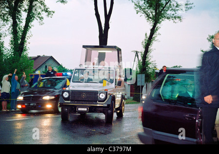 Pape John Paul II (Karol Wojtyla) - in the Popemobile on the streets during the visit Zamosc in Poland in 1999 - Stock Photo