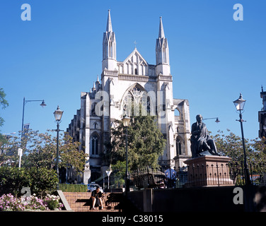 Statue of Robert Burns in front of St. Pauls Cathedral, Dunedin, South Island, New Zealand. - Stock Photo