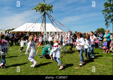 Girls maypole dancing UK. Schoolgirls dance around the maypole at spring fete. Dilwyn village show, Herefordshire. - Stock Photo