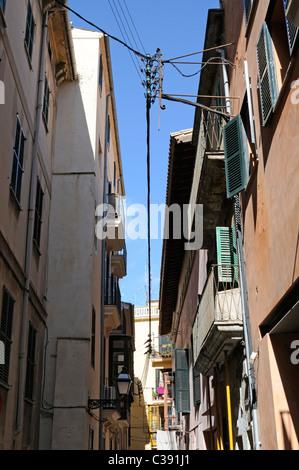 Enge Gasse im La Lonja Stadtviertel, Palma, Mallorca, Spanien. - Narrow alley in the La Lonja district, Palma, Majorca, - Stock Photo