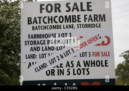 UK For Sale sign for a farm, storage barn and 5 land lots, some under offer - Stock Photo