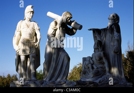 Marble sculptures depicting the final hours of Jesus at the Way of the Cross on the Maltese island of Gozo. - Stock Photo