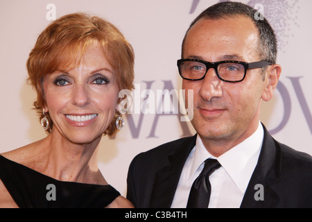 Susan Sokol and Gilles Mendel 2009 CFDA Fashion Awards at Alice Tully Hall, Lincoln Center New York City, USA - - Stock Photo