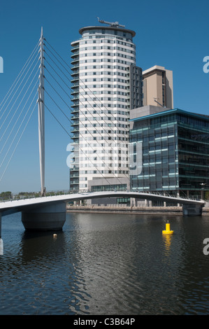 New footbridge (2011) at  Salford Quays, connecting Media City Uk with the Imperial War Museum North - Stock Photo