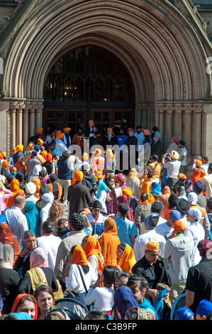 Crowds gather to celebrate the Sikh festival of Vaisakhi (New Year) at the entrance to Manchester Town  Albert Square,Manchester - Stock Photo