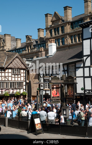 Shambles Square Manchester.Two sides of the square are occupied by Sinclair's Oyster Bar and The Old Wellington - Stock Photo