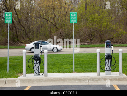 Livonia, Michigan - An electric vehicle charging station on the campus of Schoolcraft College. - Stock Photo