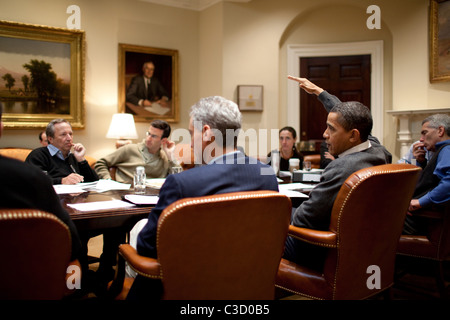 US President Barack Obama meets with economic advisors during a 2010 Budget Meeting in  the Roosevelt Room Washington - Stock Photo
