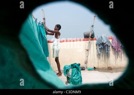 Bihar India March 2011. Akhand Jyoti Eye hospital, Mastichak . Hanging out the hospital's washing from the operating - Stock Photo