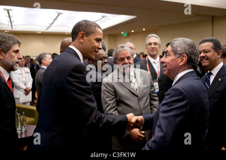 President Barack Obama greets Costa Rica President Oscar Arias during a reception at the Summit of the Americas - Stock Photo
