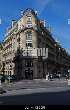 Apartment building on a corner of Avenue Bosquet in the 7th Arrondissement, Paris - Stock Photo