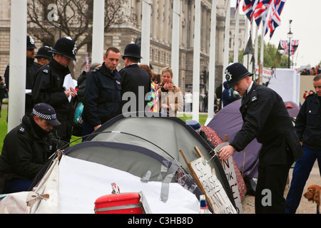 Parliament Square, London, England, UK. Metropolitan police checking the peace camp for the Royal Wedding route - Stock Photo