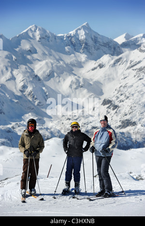 A father with his sons on the Kratki plaz piste at the Vogel Ski Centre in the Triglav National Park of Slovenia - Stock Photo
