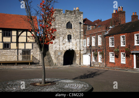 Westgate and the Tudor Merchants Hall form part of Southampton's old walled city - Stock Photo