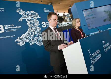 Officials from Electoral Commission give results of 2011 Referendum for greater law-making power for Welsh Assembly - Stock Photo
