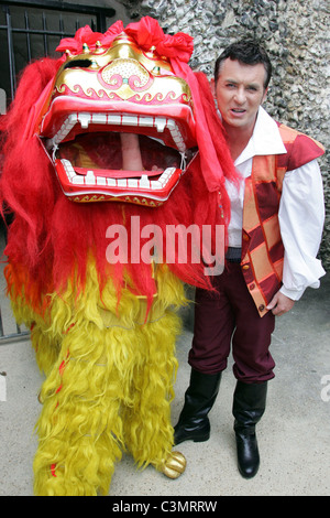 Shane Richie Photocall to launch the Pantomime 'Aladdin' to be held at the Swan Theatre High Wycombe, Buckinghamshire - Stock Photo