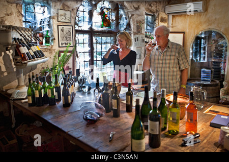 South Africa, Western Cape, Stellenbosch, Muratie Wine Estate. Couple in tasting room. - Stock Photo