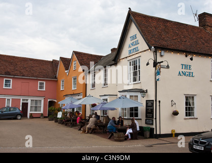 People enjoying a drink at the Angel Hotel and Pub in Lavenham, Suffolk - Stock Photo
